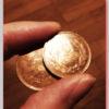 10円玉2枚で袋が破れる裏技が便利。「地味に使える良いアイデア。」
